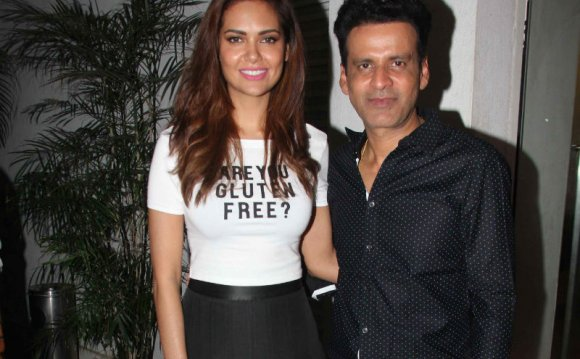 Esha Gupta Watches Aligarh