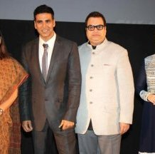Maneka Gandhi,  Akshay Kumar,  Ramesh Taurani & Tamannaah at the Delhi premiere of Entertainment.